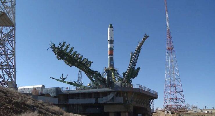 Die Sojus-Rakete bringt die Progress mit insgesamt 3,7 Tonnen Fracht an Bord ins All.