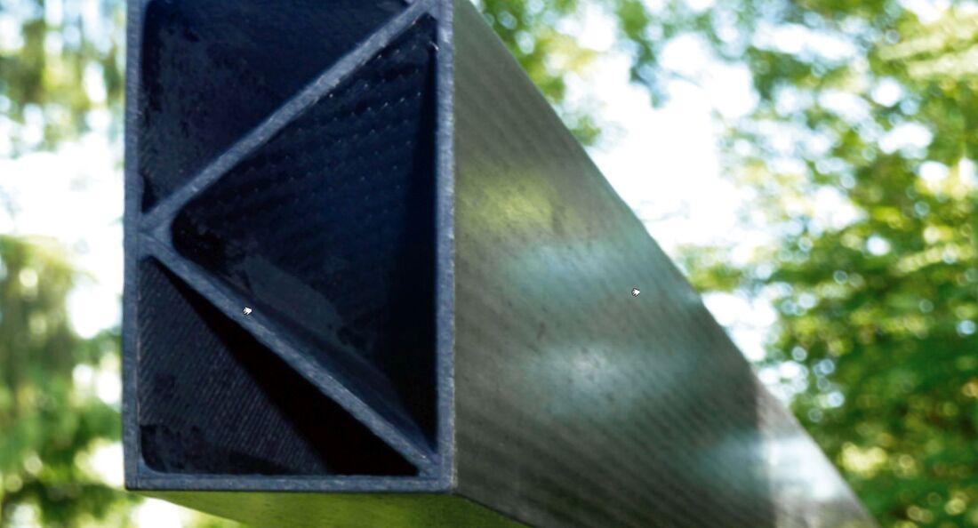 Die Technische Universität München zeigt einen Träger aus mit Kohlestoff verstärktem Granit.