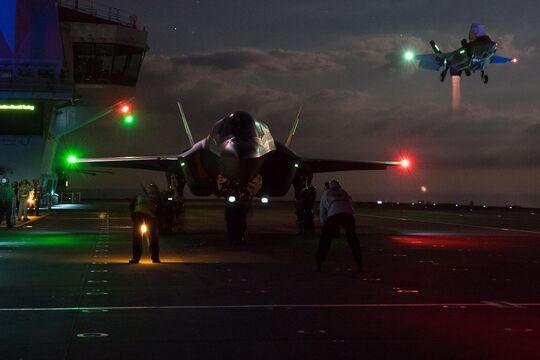 Fighter jets begin night flights on HMS Queen Elizabeth